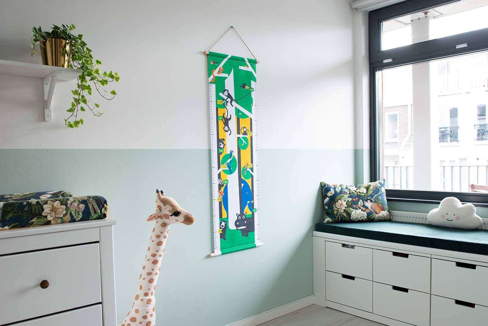 Groeimeter op textiel met beukenhouten stokken - aapje Pie & jungle dieren - Coco kan het!