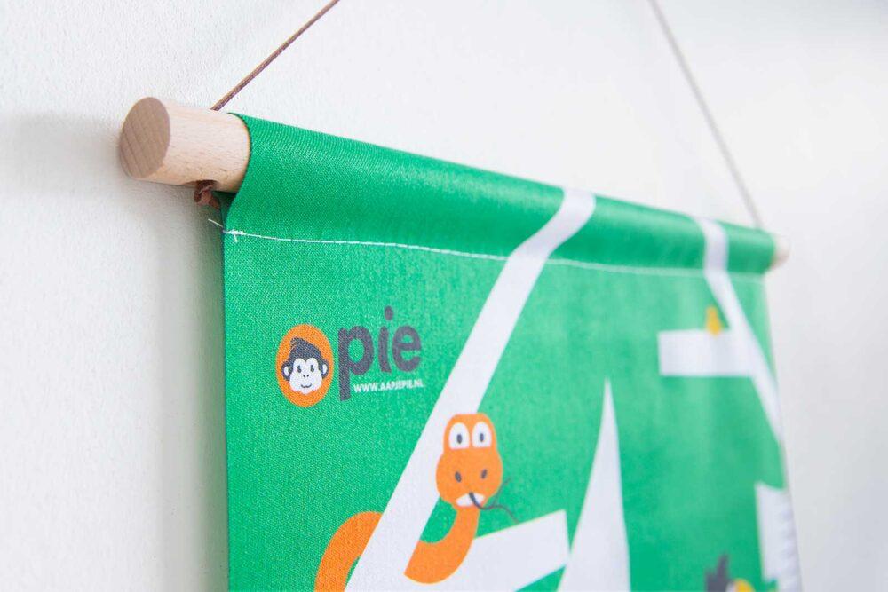 Aapje Pie groeimeter jungle dieren kraamcadeau textieldoek beukenhouten stokken
