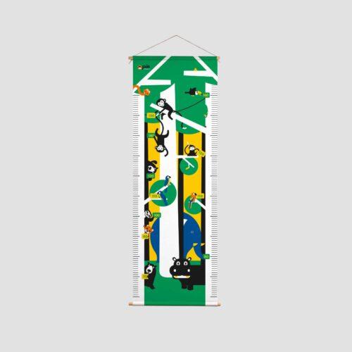 Groeimeter op textiel met beukenhouten stokken - aapje Pie & jungle dieren Kraamcadeau peuter
