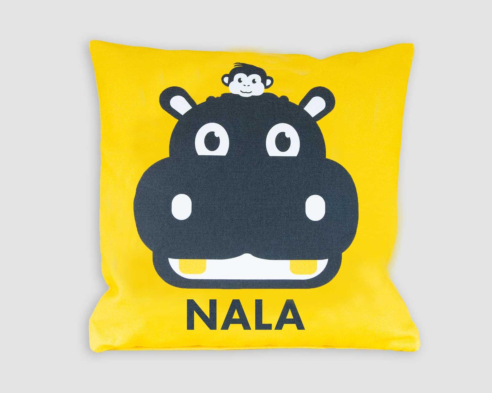 Kussenhoes gepersonaliseerd kraamcadeau met naam nijlpaard en aapje pie geel groen