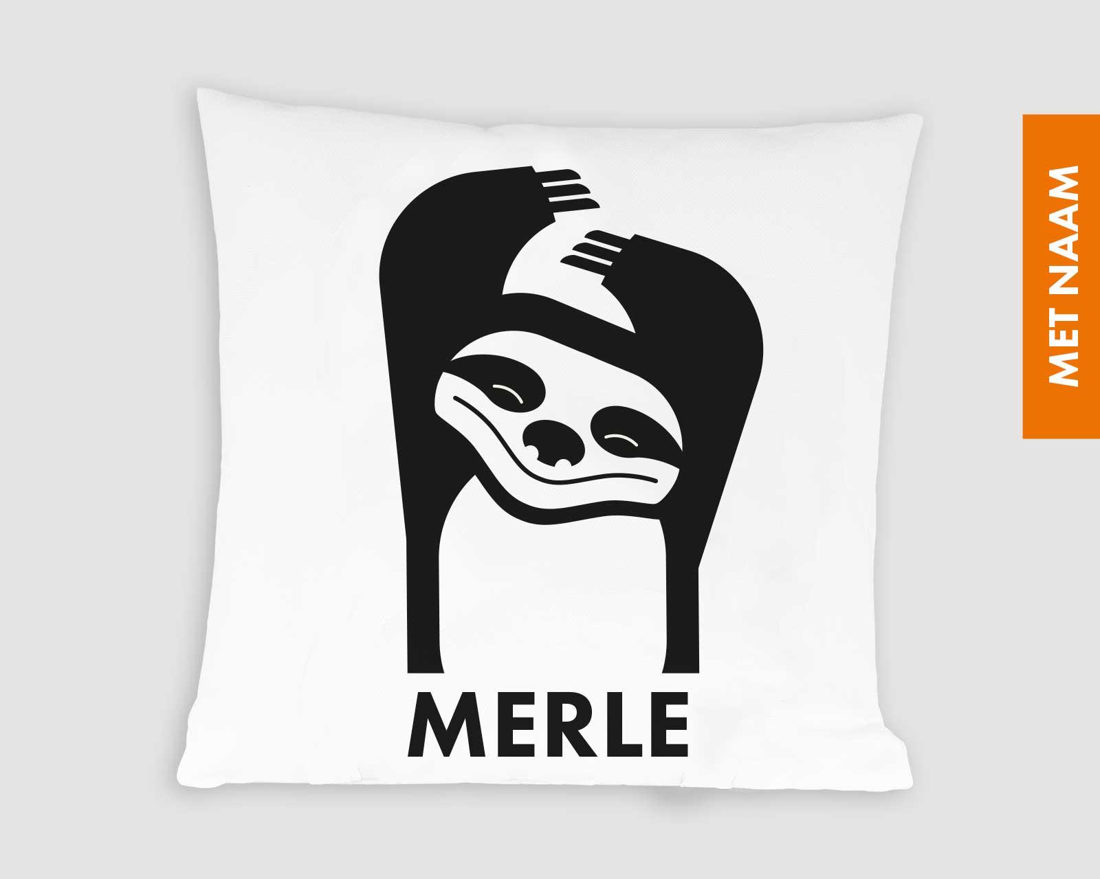 Kussenhoes gepersonaliseerd kraamcadeau met naam kinderkamer zwart-wit print luiaard Pie Slothy zwart wit print 40x40 cm