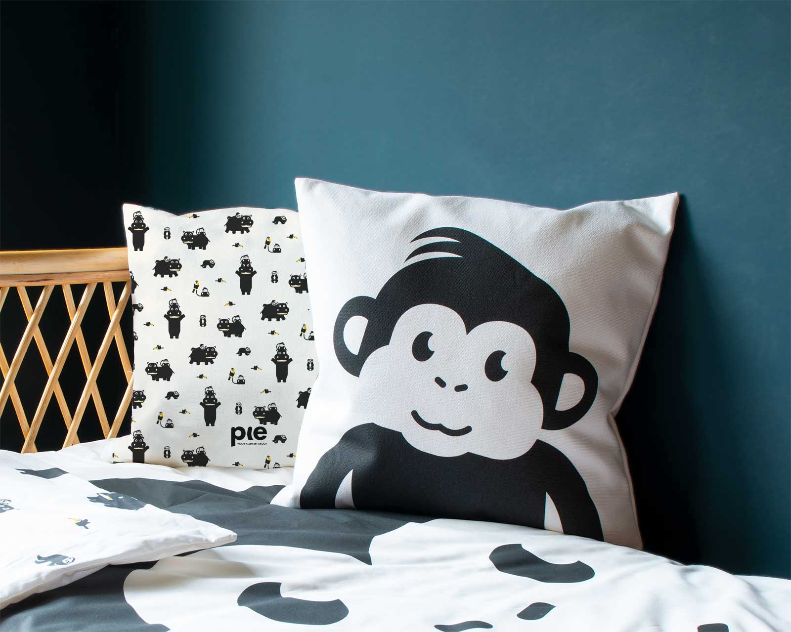 Kussenhoes kinderkamer zwart-wit print aapje Pie Mono zwart wit print 40x40 cm